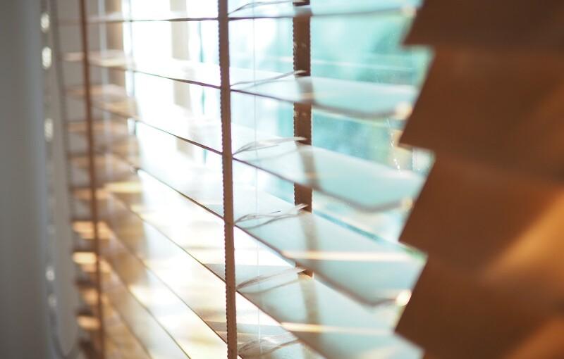 Rodzaje osłon okiennych. Które z nich będą najlepsze dla Ciebie?